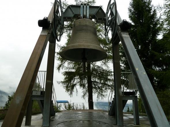 00 Friedensglocke am Friedenswanderweg Moesern Seefeld Tirol Oesterreich 590x443 1