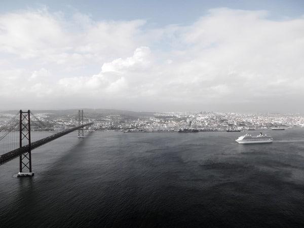 07_Costa-Fortuna-beim-Auslaufen-aus-Lissabon-Portugal