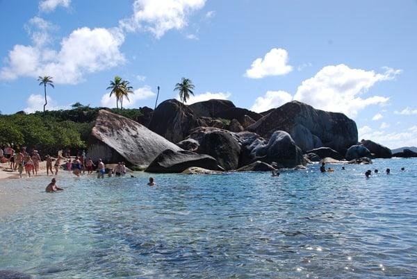 19_Baden-am-karibischen-Traumstrand-The-Baths-Virgin-Gorda-British-Virgin-Islands