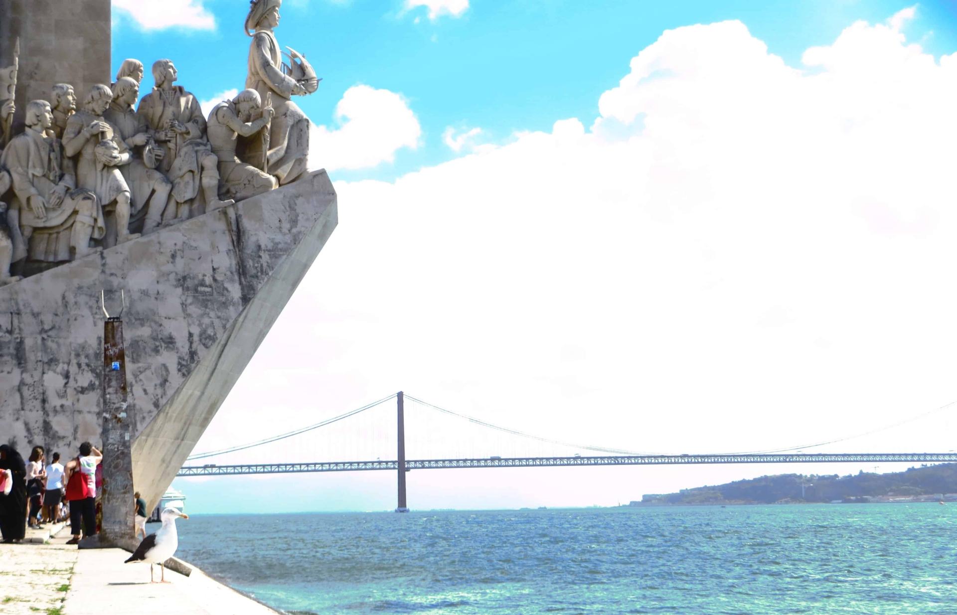 00 Padrao dos Descobrimentos Denkmal der Entdeckungen und Hangebruecke Belem Citytrip Lissabon Portugal e1414514579673