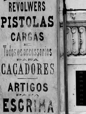 06_Zigarren-Pistolas-Rewolwers-Tabakgeschaeft-Lissabon-Portugal
