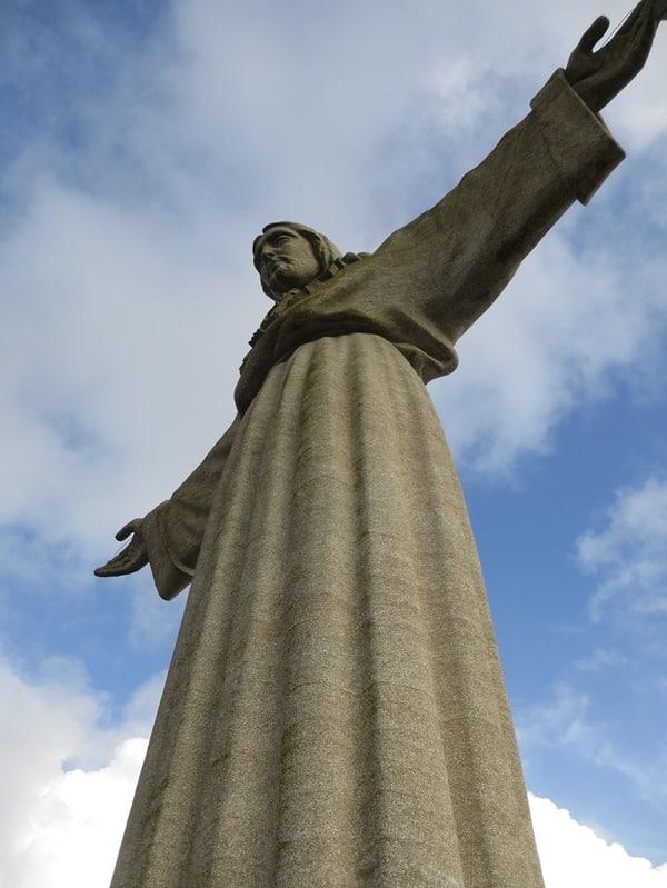 22_Almada-Statue-Christo-Rei-Lissabon-Portugal