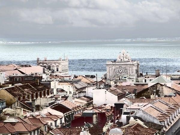 22_Blick-vom-Elevador-de-Santa-Justa-Lissabon-Portugal-in-Fehlfarben
