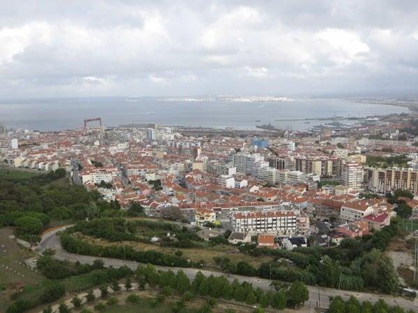 23_Blick-auf-Cacilhas-von-der-Statue-Christo-Rei-Lissabon-Portugal