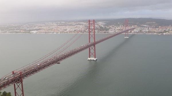 24_Blick-auf-Tejo-und-Ponte-25-de-Abril-von-der-Statue-Christo-Rei-Lissabon-Portugal