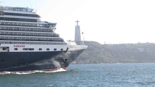 26_Cunard-Line-Queen-Victoria-Christo-Rei-Tejo-Lissabon-Portugal