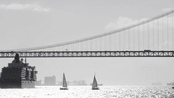 29_Queen-Victoria-Segelboote-Haengebruecke-Tejo-Lissabon-Portugal