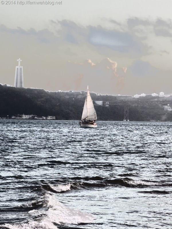 32_Segelboot-Tejo-Christo-Rei-Statue-Lissabon-Portugal
