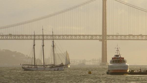 33_Hafen-Lissabon-Segelschiff-Fahre-Tejo-Haengebruecke-Portugal