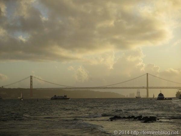 34_Sonnenuntergang-Tejo-Haengebruecke-Christo-Rei-Statue-Lissabon-Portugal