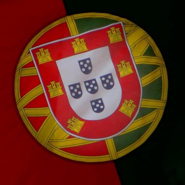 99_Portugiesische-Flagge-Wappen-Portugal