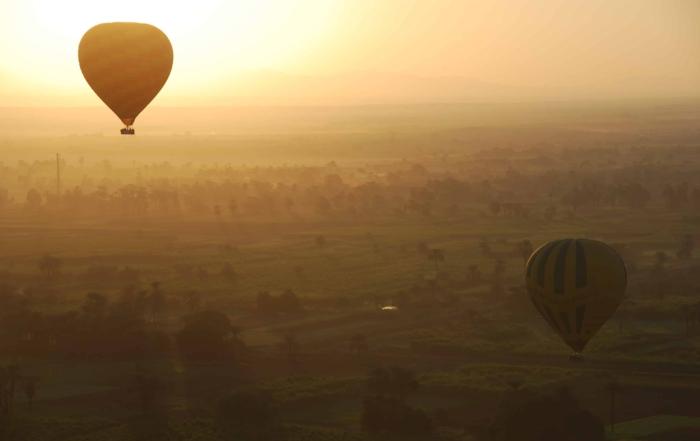 00 Sonnenaufgang Heisluftballon Luxor Aegypten