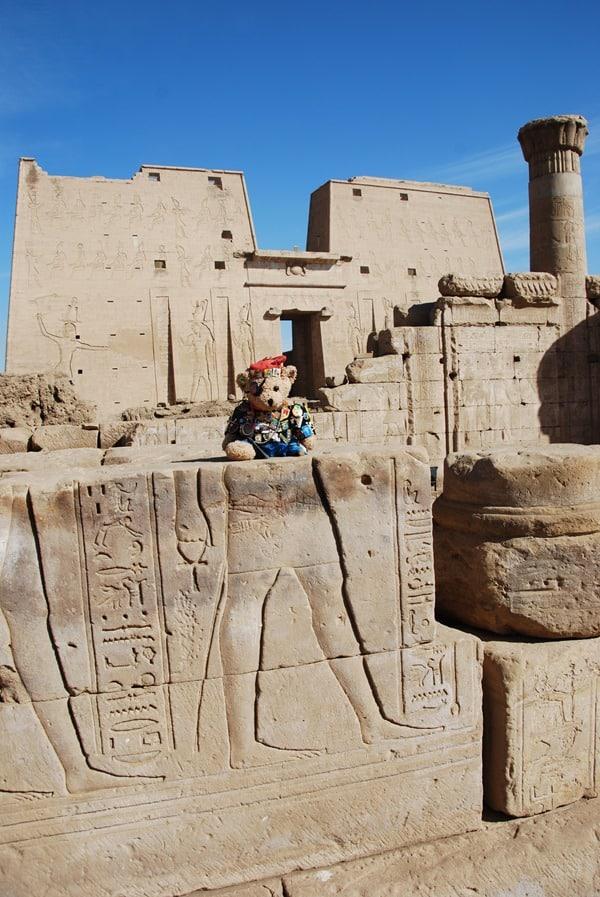 06_Jack-Bearow-am-Horus-Tempel-Edfu-Aegypten-Nil-Nilkreuzfahrt