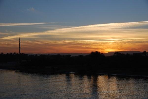 08_Sonnenuntergang-Nil-Moschee-Nilkreuzfahrt-Aegypten