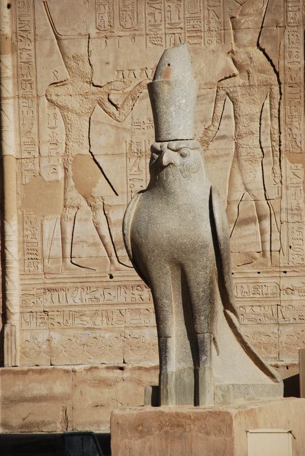 10_Steinfalke-am-Horus-Tempel-Edfu-Aegypten-Nil-Nilkreuzfahrt