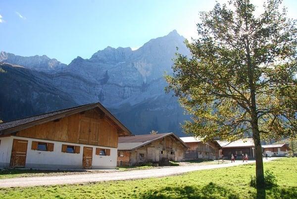 12_Herbst-Karwendel-Almdorf-Eng-Tirol-Oesterreich