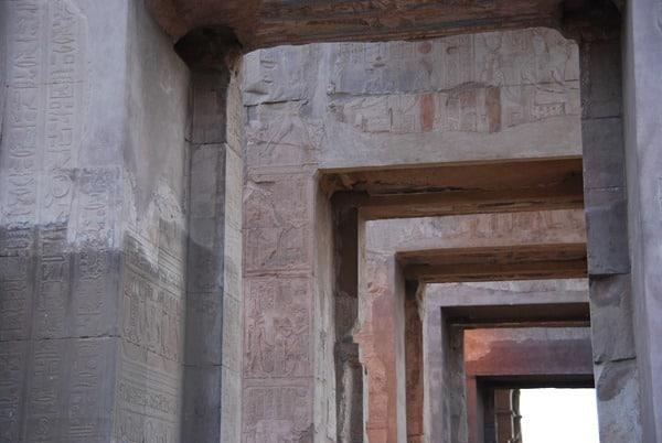 12_Zugang-zum-Haroeris-Heiligtum-Doppeltempel-Kom-Ombo-Nilkreuzfahrt-Nil-Aegypten