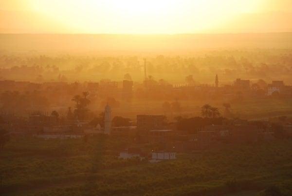13_Sonnenaufgang-bei-Luxor-vom-Heisluftballon-Aegypten