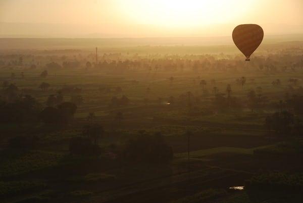 14_Sonnenaufgang-bei-Luxor-vom-Heisluftballon-Aegypten