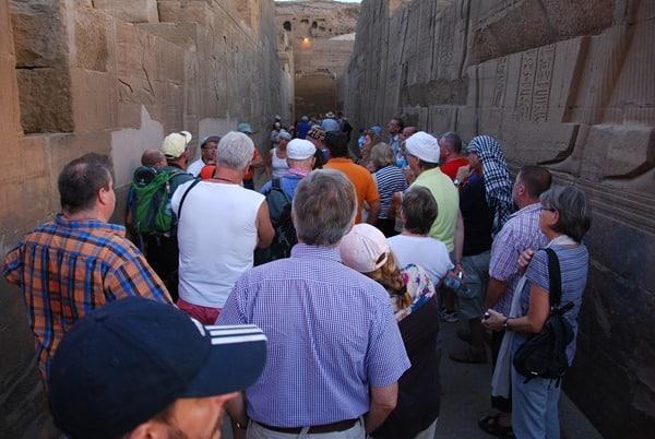 15_Touristen-Doppeltempel-Kom-Ombo-Nilkreuzfahrt-Nil-Aegypten