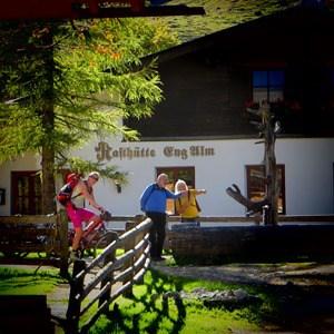 16_Herbst-Karwendel-Rasthuette-Eng-Alm-Tirol-Oesterreich
