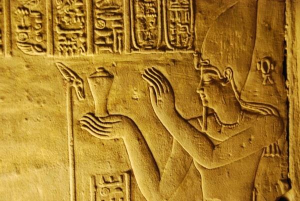 16_Relief-des-Pharao-im-Horus-Tempel-Edfu-Aegypten-Nil-Nilkreuzfahrt