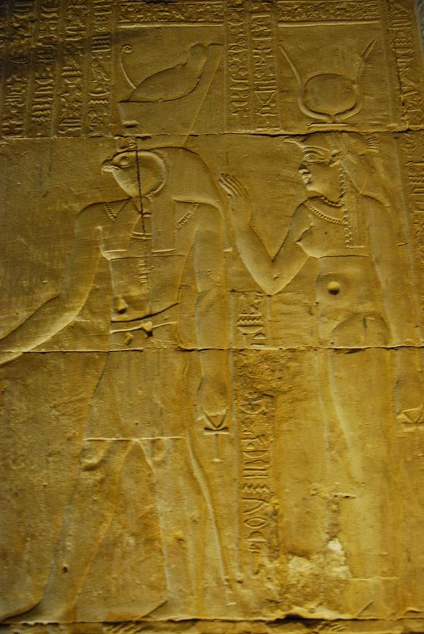 17_Horus-und-Isis-im-Tempel-Edfu-Aegypten-Nil-Nilkreuzfahrt