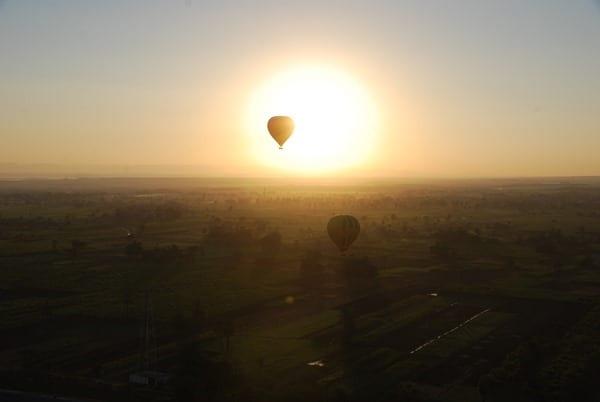 18_Ansetzen-zur-Landung-Heissluftballon-Luxor-Aegypten