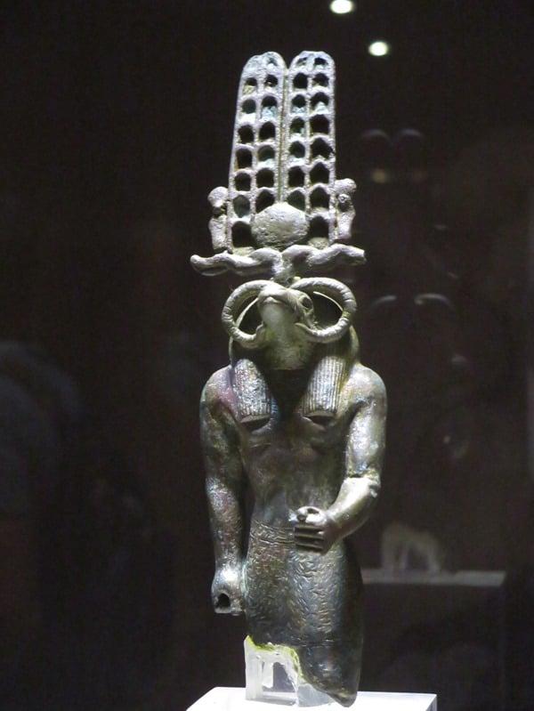23_Amun-Statue-Krokodilmuseum-Kom-Ombo-Nilkreuzfahrt-Nil-Aegypten