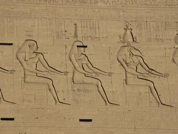24_Maat-Relief-des-Horus-Tempel-Edfu-Aegypten-Nil-Nilkreuzfahrt