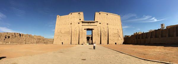 25_Panorama-Pylon-Horus-Tempel-Edfu-Aegypten-Nil-Nilkreuzfahrt