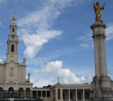 Kirche und Kommerz beim Besuch in Fatima