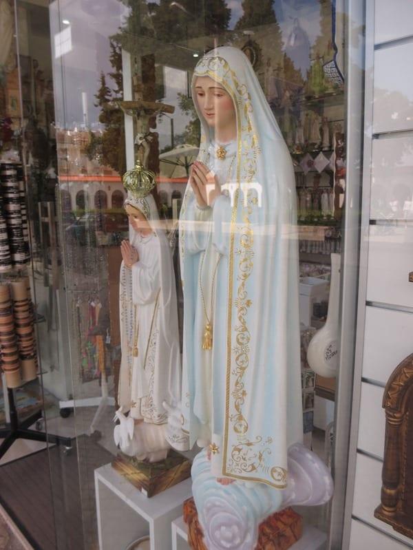 20_Heilige-Jungfrau-Maria-Andenkenladen-Fatima-Portugal