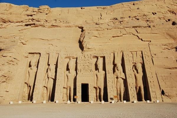 03_Allein-in-Abu-Simbel-Hathor-Tempel-Aegypten-Nilkreuzfahrt