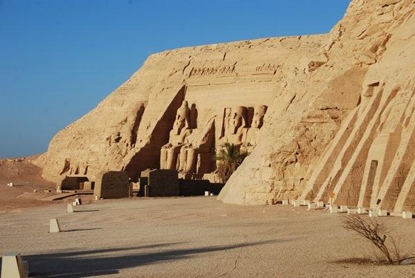 08_Morgens-allein-in-Abu-Simbel-Grosser-Tempel-Aegypten-Nilkreuzfahrt