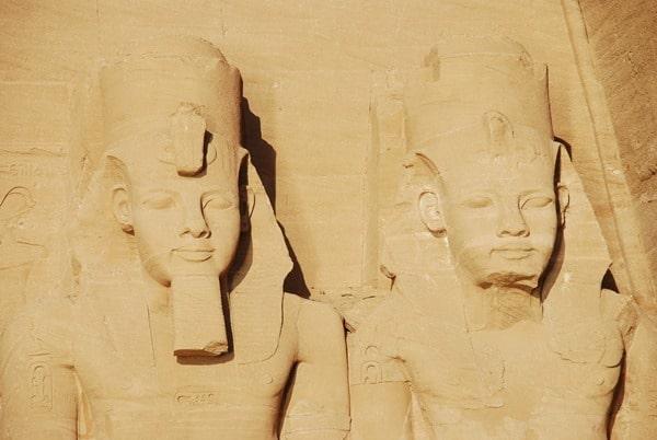 11_Nahaufnahme-Abu-Simbel-Grosser-Tempel-Aegypten-Nilkreuzfahrt