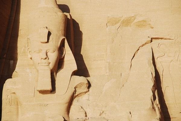 12_Nahaufnahme-Abu-Simbel-Grosser-Tempel-Aegypten-Nilkreuzfahrt