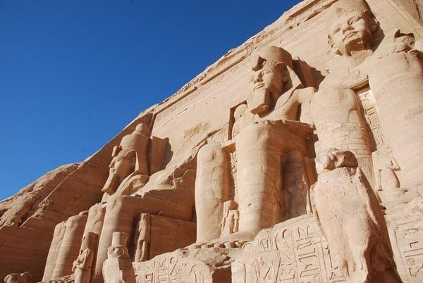 16_Abu-Simbel-Grosser-Tempel-Statuen-Aegypten-Nilkreuzfahrt