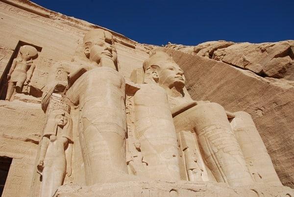 17_Abu-Simbel-Grosser-Tempel-Statuen-Aegypten-Nilkreuzfahrt