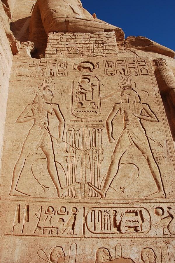 18_Abu-Simbel-Inschriften-Grosser-Tempel-Statuen-Aegypten-Nilkreuzfahrt