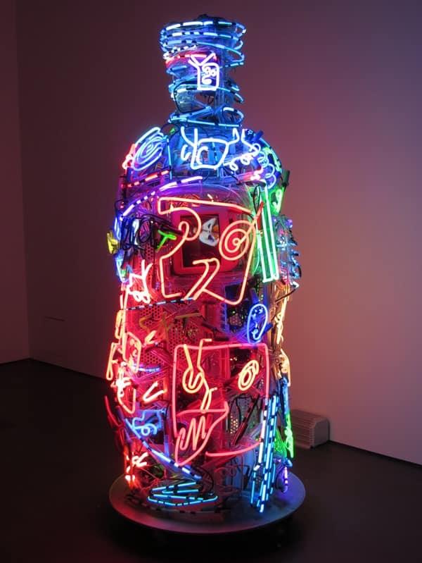 12_Kunst-Spritmuseum-VODKA-ABSOLUT-Neonflasche