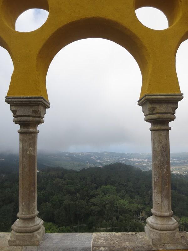 13_Ausblick-vom-Palacio-Nacional-da-Pena-auf-Sintra-Lissabon-Portugal