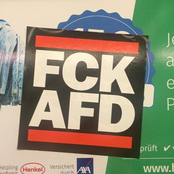 13_Streetart-Berlin-FCK-AFD-U-Bahn