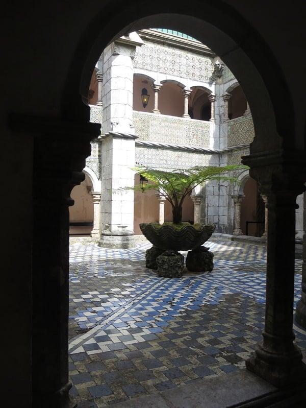 15_Brunnen-im-Palast-Palacio-Nacional-da-Pena-Sintra-Lissabon-Portugal