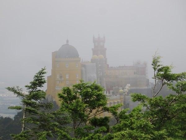 31_Palast-im-Nebel-Palacio-Nacional-da-Pena-Sintra-Lissabon-Portugal