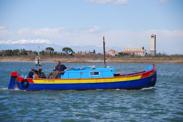 00_buntes-Boot-Torcello-Burano-Venedig-Italien-590×395