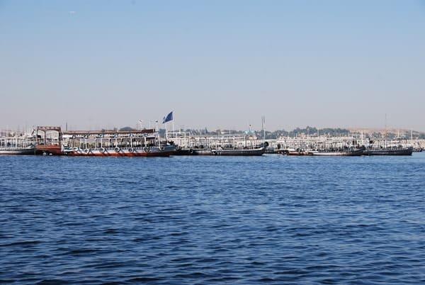 01_Ausflugsboote-Assuan-Aegypten-Nilkreuzfahrt