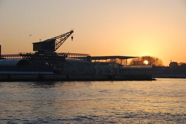 02_Sonnenaufgang-im-Hafen-von-Venedig-Italien