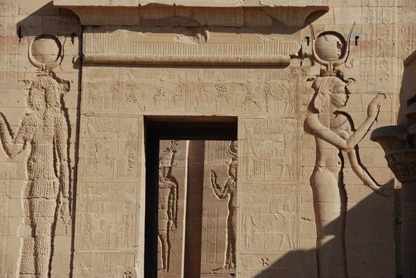 08_Closeup-Pylon-Tempel-von-Philae-Assuan-Aegypten-Nilkreuzfahrt