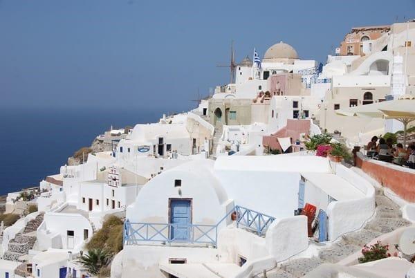 09_Weisse-Haeuser-Oia-Ia-Santorin-Griechenland-Kykladen